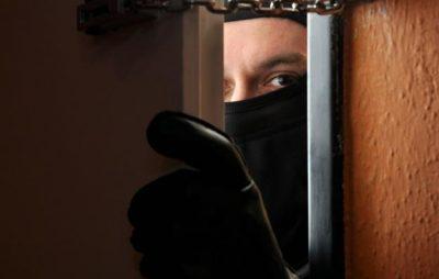 У Бориславі поліцейські викрили зловмисника, причетного до квартирної крадіжки. Фото: відкриті джерела.