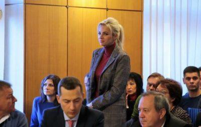 Новий директор департаменту Львівської ОДА Юлія Шопська до цієї посади працювала на фірмі свого чоловіка, який займається виробництвом корму для свиней та птиці