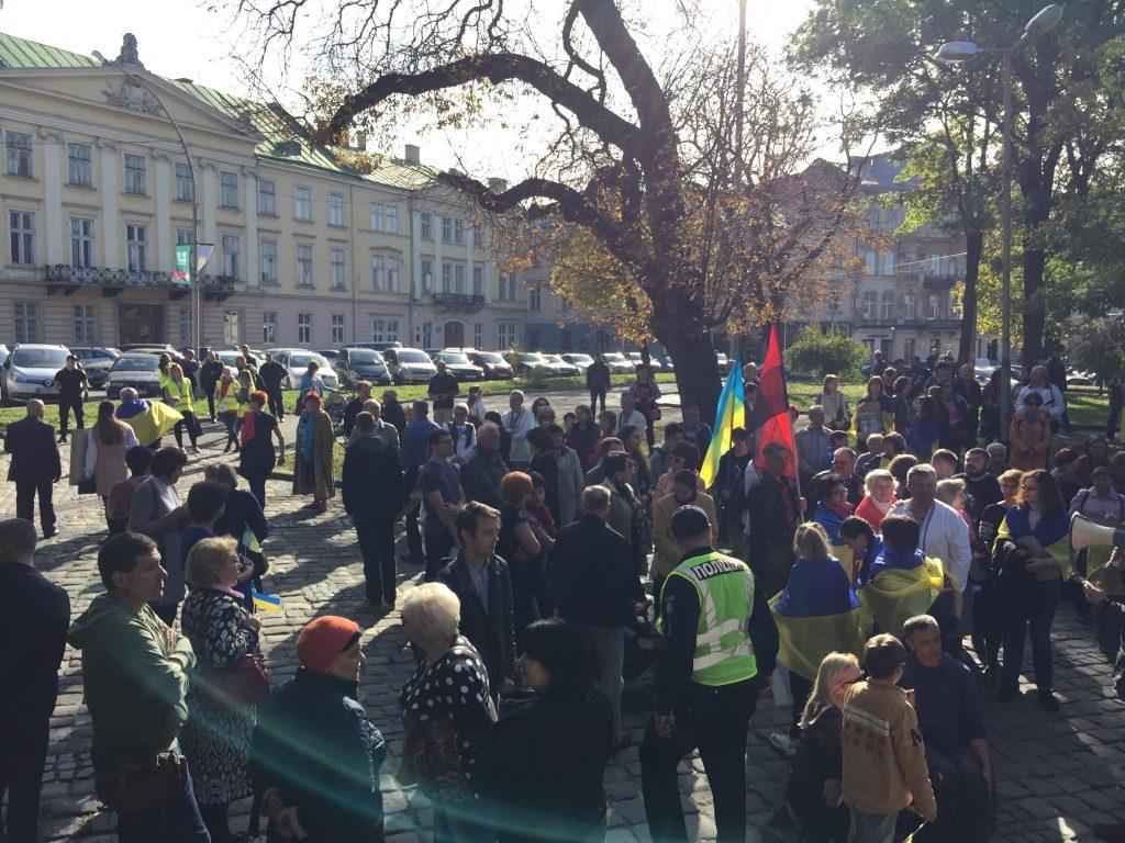 У Львові вшановують захисників і виступають проти капітуляції . Фото Юра Кенцало 4studio