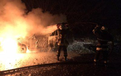 У Новояворівську згорів автомобіль. Фото: ДСНС.