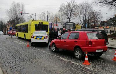 У Львові біля світлофору трапилась ДТП