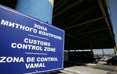 На Львівщині водій рейсового автобуса незаконно намагався перевести в Україну 170 одиниць одягу