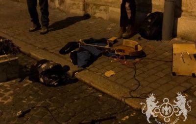 У центрі Львова розтрощили гітару вуличним музикантам, що співали російські пісні