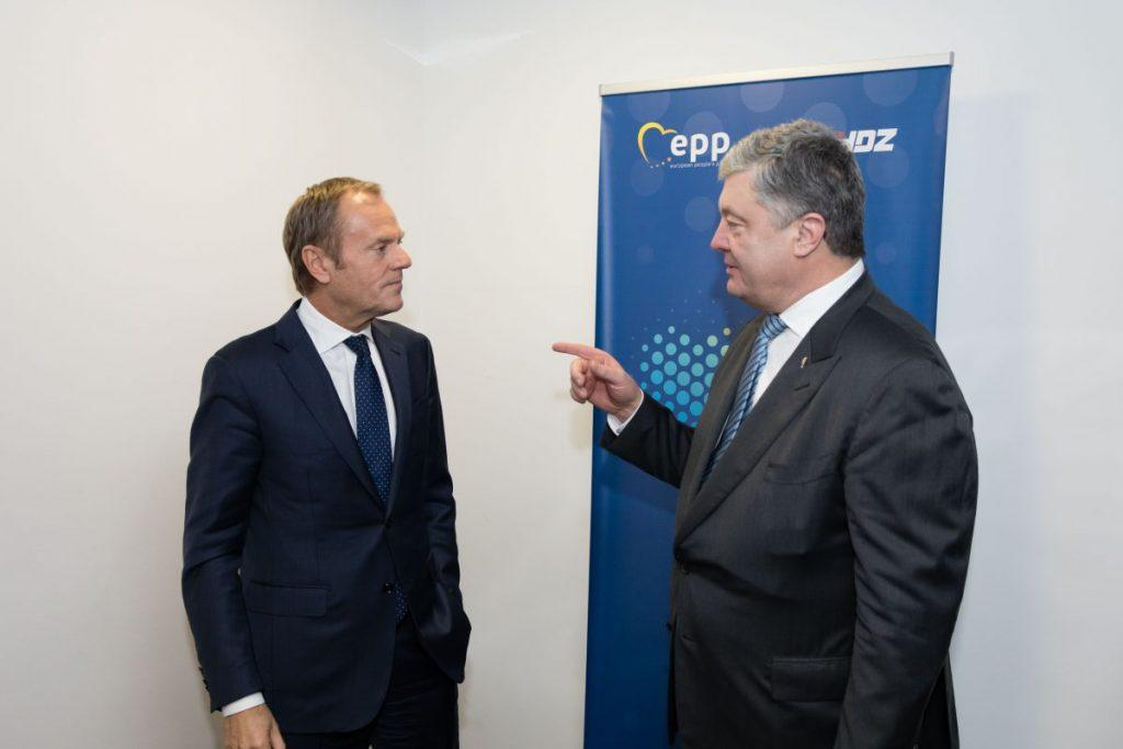 Санкції ЄС проти Росії мають залишатися до повного виконання нею Мінських домовленостей, – Порошенко зустрівся з Туском