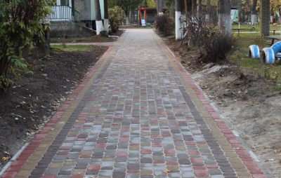 У Новояворівську за понад 100 тис грн відремонтували тротуар